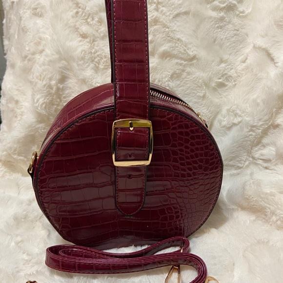 Crossbody burgundy color
